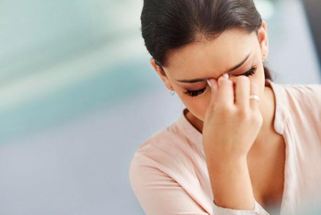 у девушки болит голова из-за остеохондроза грудного отдела позвоночника