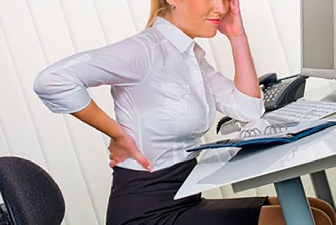у женщины сильно болит спина от сидячей работы в офисе