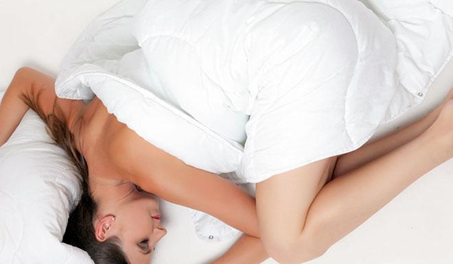 женщина с остеохондрозом неправильно спит