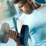 Главное правило упражнения с гантелями для спины